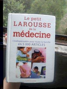 Le petit Larousse de la medecine: 5000 статей (Petit Larousse de Santé) (французское издание)
