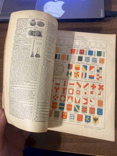 Petit Larousse Illustre. Nouveau Dictionnaire Encyclopedique. Paris. (Малый иллюстрированный Ларусс)